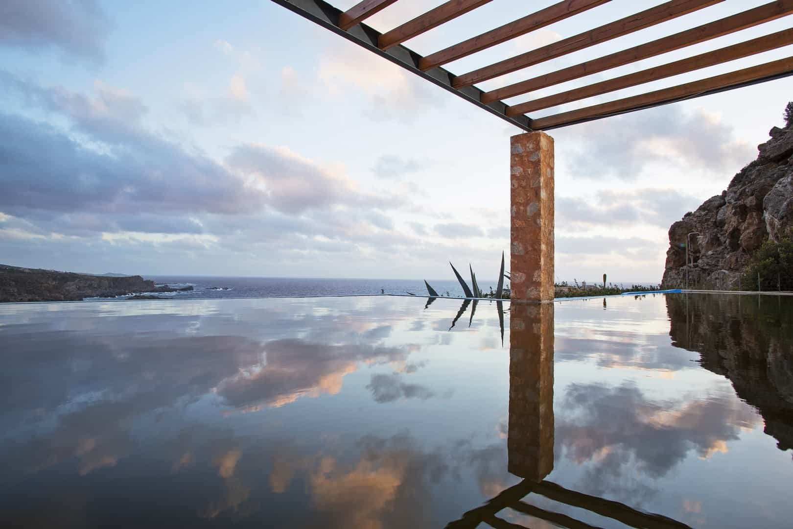 Reflections of sky – villa Neptune
