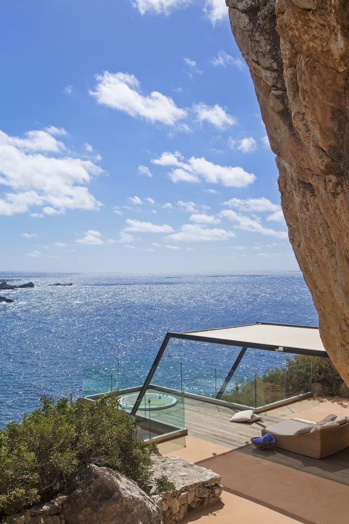 Outdoor jacuzzi - villa Neptune